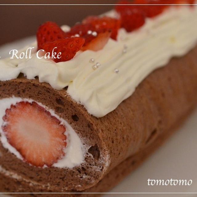 ココア生地のいちごロールケーキ