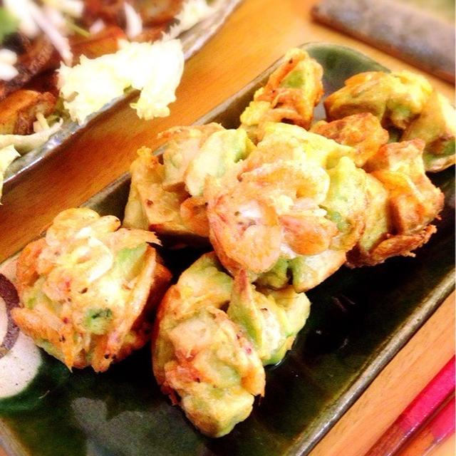 アボカドと桜海老の天ぷら。