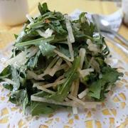春菊と大根のハニーマスタードサラダ +粉チーズで味変も♪