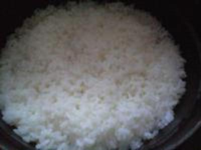 湯立てで白米(673)。。。茨城県産 奥久慈の棚田のコシヒカリ特別栽培米うまかっぺJA茨城みどり玄米(あいざわ米店)さて何でしょ???コシヒカリ白米(あいざわ米店)