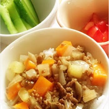 275日目-2 ご飯80g+牛そぼろ+ごぼう+野菜のブイヨン煮+混合ぶしだし+きゅうり+ポン酢+さくらんぼ2個