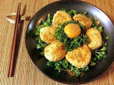 黄身で追撃。繋ぎ0の絶品照り焼き山椒チーズ鶏つくね(糖質7.0g)