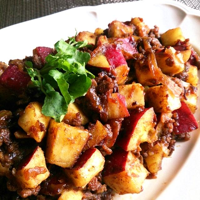薩摩芋ゴロゴロのドライカレーと豆とじめじのしぐれ煮。