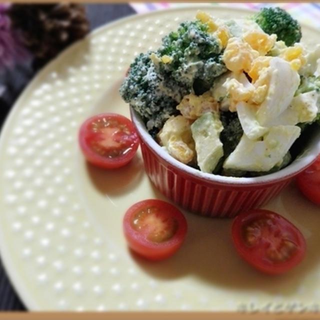 クリスマスパティーにいかかが?とろ~りクリ―ミィーなブロッコリーと半熟玉子のアボカドサラダの腸活レシピ