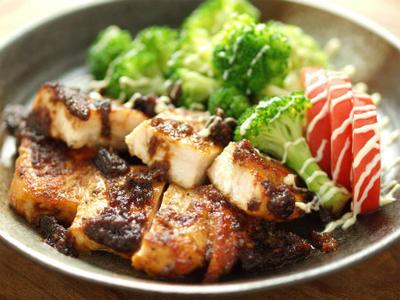 鶏むね肉でチキンステーキ 、 玉ねぎソース