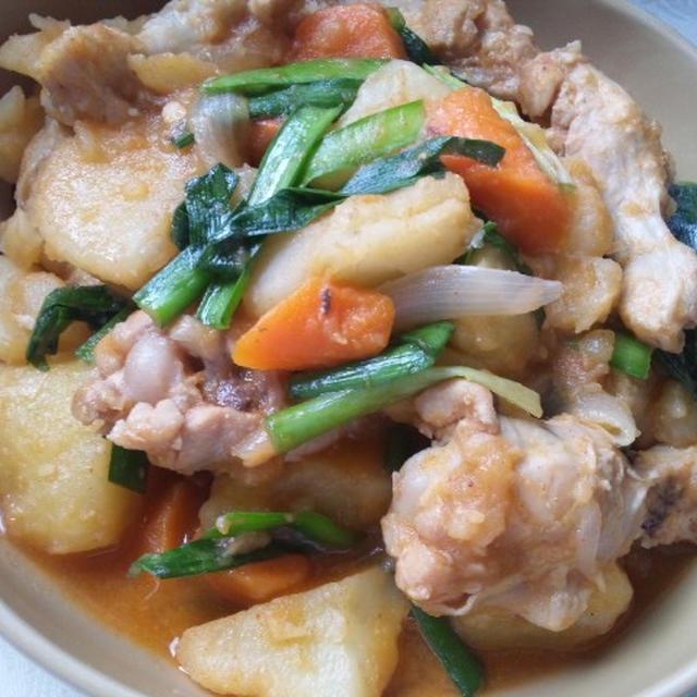 ジャガイモと鶏手羽元の辛味噌煮込み