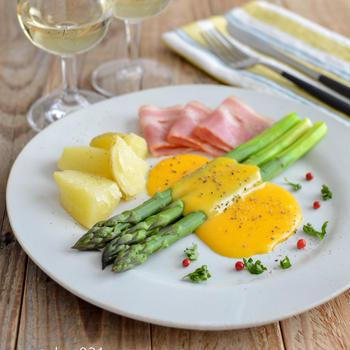 アスパラガスのオランデーズソース。レンジで簡単&本格的♪パーティーに!【農家のレシピ帳】