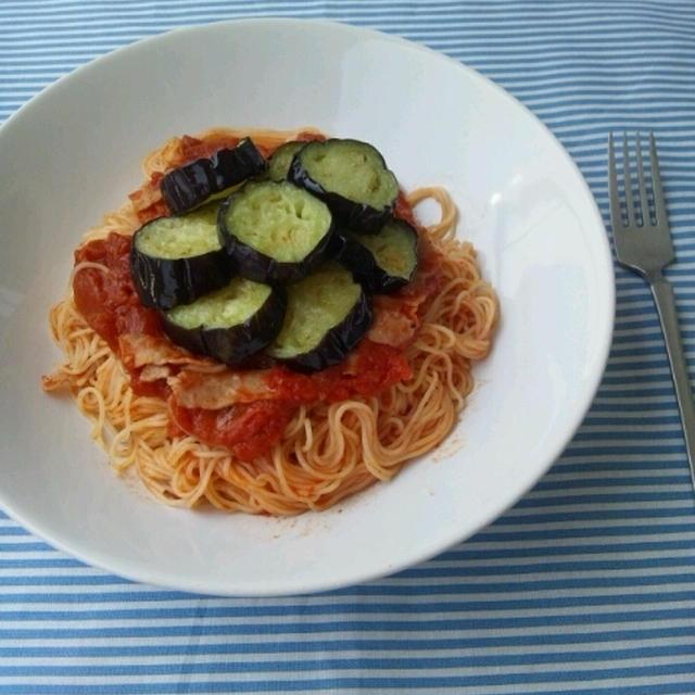 揚げ茄子とベーコンのトマトソースパスタ