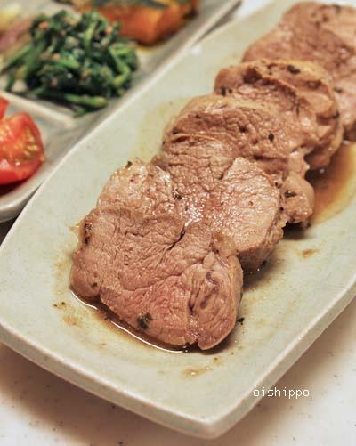 豚ヒレ肉オレガノソース、山の幸ワンプレートおかず