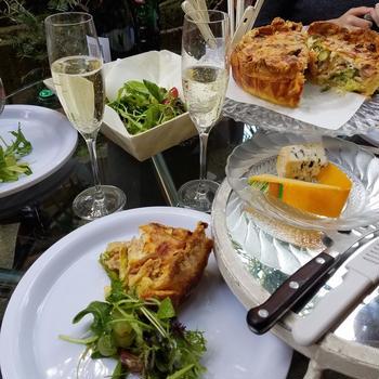 季節のお野菜アスパラガスたっぷりキッシュ お外が気持ち良い季節は自宅ベランダで