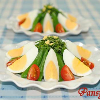 スナップエンドウとキュウリと卵のサラダ☆大葉&ミニトマト添え【味わいすっきり♪トマトドレッシングで】