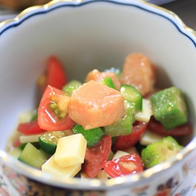 サーモンとチーズと夏野菜の柚子風味マリネ