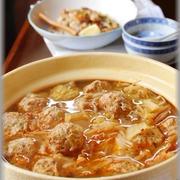 白菜ともやしの餅いり豚つくね食べるラー油鍋