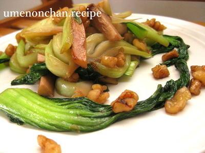青梗菜とクルミの赤梅酢炒め。ごま油風味。°