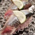 すだち香る〆秋刀魚の炙り鮨。