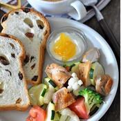 レモン風味のこんがり鶏と春野菜のサラダ
