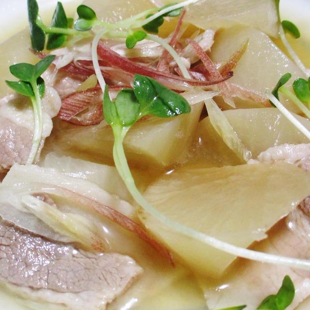 大根と豚バラ肉の煮物♪みょうが添え<夏の味わい>