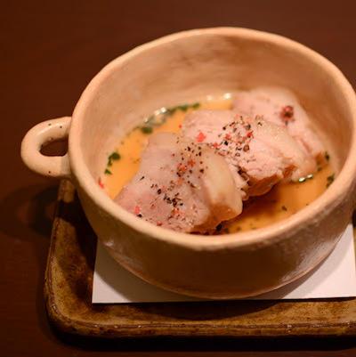 豚・三枚肉の柔らか煮 バジル風味のソース