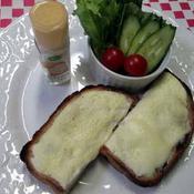 メロンパン味のクリームチーズトースト
