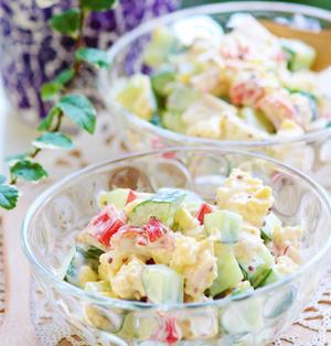 簡単彩キレイな『きゅうり、カニカマ、卵のカクテルサラダ』