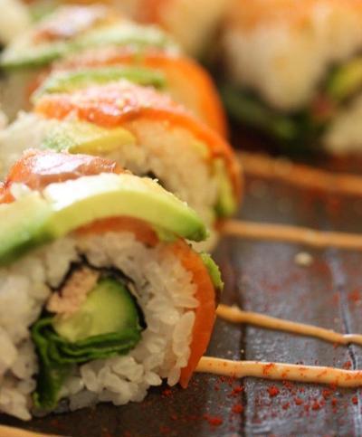 アボカドとサーモンのロール寿司