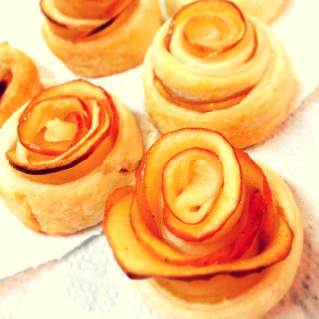 簡単!伸ばしてくるくる巻くだけ「バラのアップルパイ」の作り方