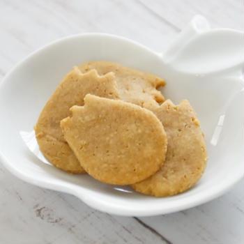 幼児のボクちゃんに米粉クッキー