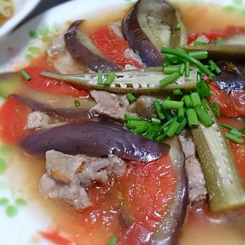 茄子と豚肉トマトの黒酢蒸し