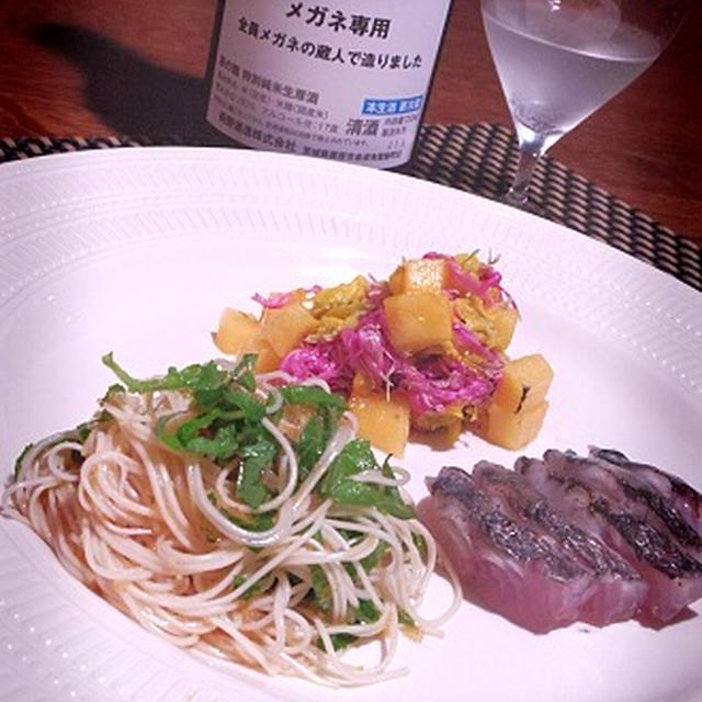 柿と2色菊のマリネ、鰆の塩タタキ、こまいこカッペリーニと眼鏡専用酒のマリアージュ
