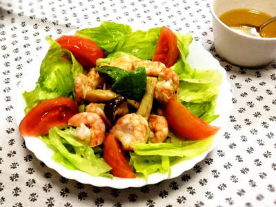 我家の夕食 海老とアボカドのサラダ