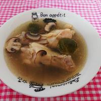 手羽元と芽キャベツのジンジャースープ