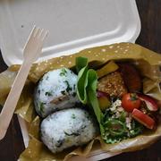 旬の大根葉で♪菜飯おにぎり弁当~100均紙製ランチボックス