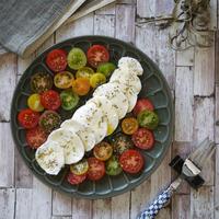 ワインに合う家バルレシピ|超簡単|3分|フォトジェニックサラダ|【カラフルトマトとモッツアレラチーズのカプレーゼ風サラダ】