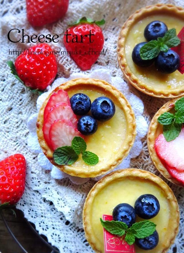 ブルーベリーやいちごがのったチーズタルト