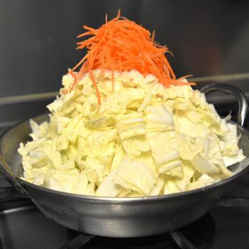 滋賀のとりやさいみそ鍋。白菜が大量に食べられる絶品お鍋。