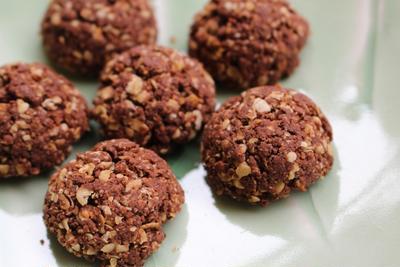 おさらいレシピ。ダイエット中のおやつに♪オートミールとココアのクッキー。