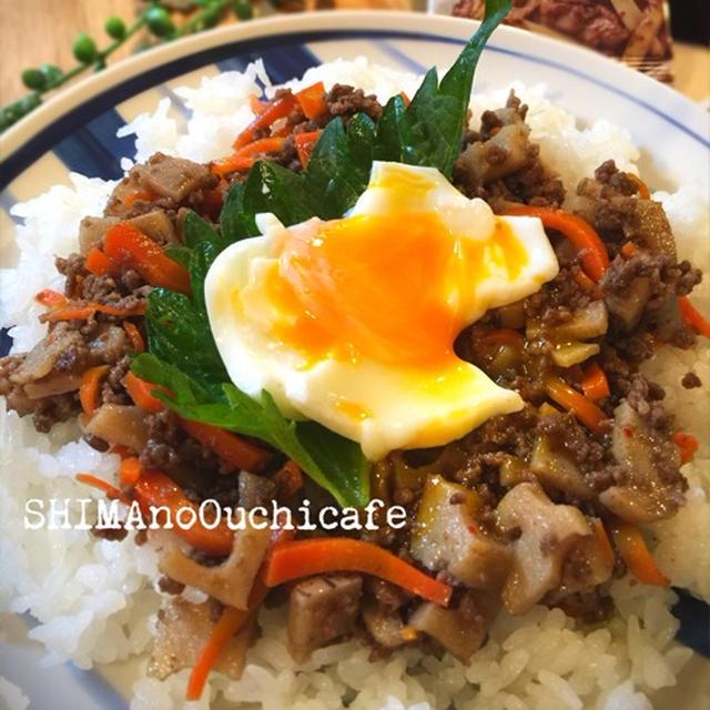 ハウス和彩菜 牛のしぐれ煮アレンジレシピ!簡単!フライパンで5分 根菜の牛そぼろ丼 半熟卵のせ