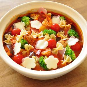 カラフルでかわいい!「トマト鍋」を作ろう