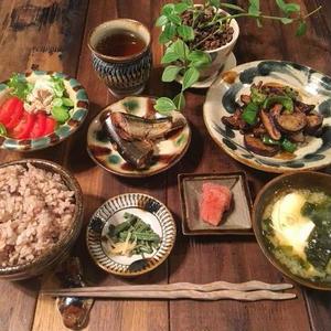 ほっこり優しい沖縄の陶芸「#やちむん」のある食卓♪