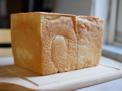ホシノ天然酵母の角食♪なかなか発酵しないです・・・