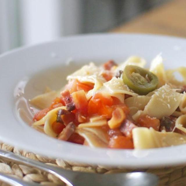 パンチェッタとトマトのパスタ