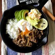 【簡単!!フライパン1つ】牛肉と玉ねぎのカラメルガーリック炒め