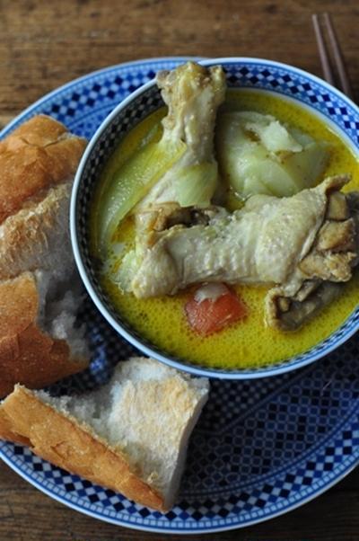 アジアの屋台風 チキンカレースープ