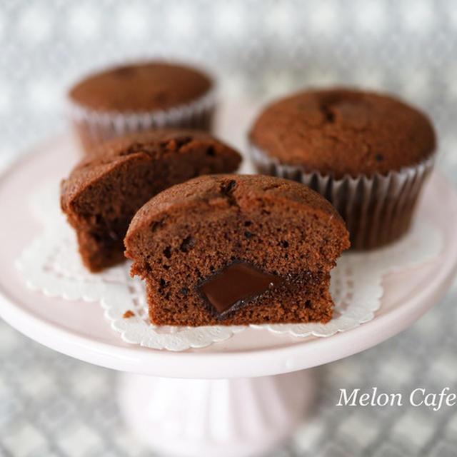 ホットケーキミックスで簡単、チョコレート入りココアマフィン