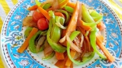 オイスターソースで炒める人参ピーマンミニトマト