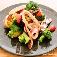 [エスニックガーデン クッキングペースト] ブロッコリーとイカの炒め物ガパオ風味 レシピ