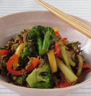 旨味が詰まった病みつき炒め☆カラフル野菜とひじきとツナのお蕎麦屋さんのカレー炒め