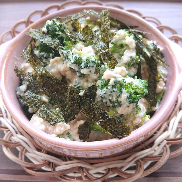 絹豆腐とブロッコリーの白和えに刻み海苔のせ