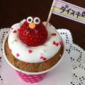 紙コップのココアシフォンケーキにイチゴのエルモ♪ by manaママさん