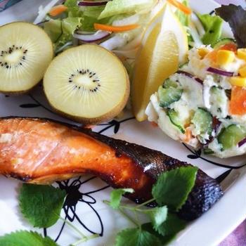 ■朝活ご飯セット【鮭の西京味噌焼き/天こ盛りポテトサラダ/生野菜/納豆など。】